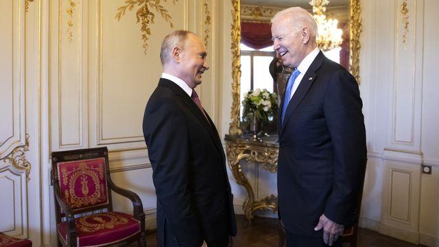 Les présidents Vladimir Poutine et Joe Biden dans le hall de la Villa La Grange. Genève, le 16 juin 2021. [Peter Klaunzer - Keystone]