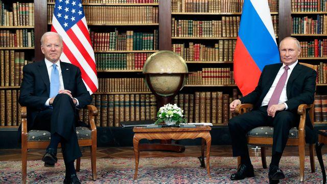 Les présidents Joe Biden et Vladimir Poutine, à la Villa La Grange à Genève, juste avant leur entrevue.   [Mikhail Metzel - Keystone]