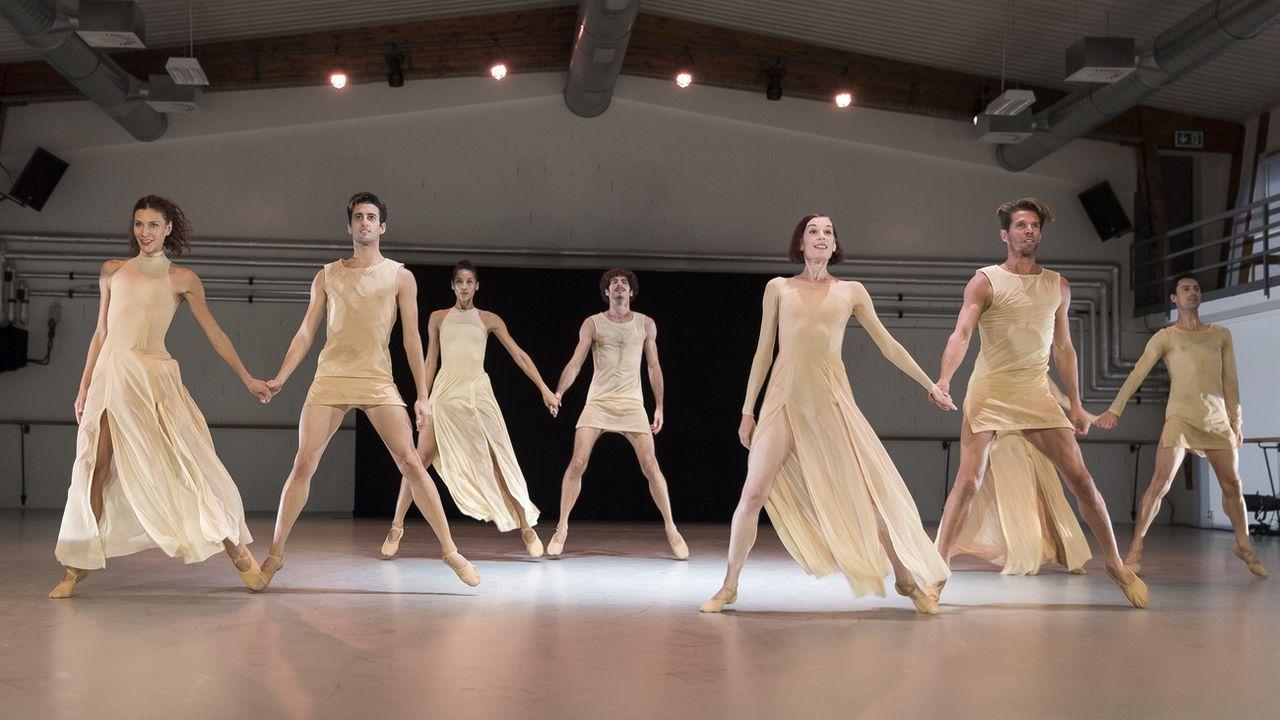 Des danseurs et danseuses du Béjart Ballet Lausanne, le 1er septembre 2020. [Cyril Zingaro - Keystone]