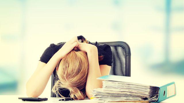 L'augmentation de la charge de travail lors de l'entrée dans des hautes études est un facteur de risque de pensées suicidaires. piotr_marcinski Depositphotos [piotr_marcinski - Depositphotos]