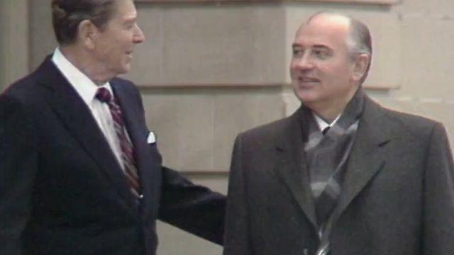 Ronald Reagan et Mikhaïl Gorbatchev à Genève. [RTS]