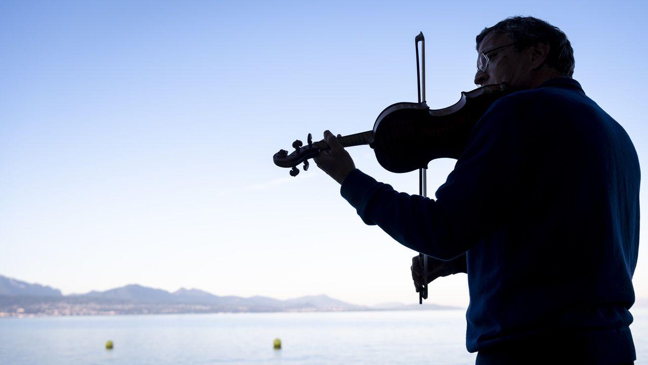 """Le """"Quatuor Sine Nomine"""" au bord du Léman durant la Fête de la Musique le 21 juin 2020. [Laurent Gillieron - Keystone]"""