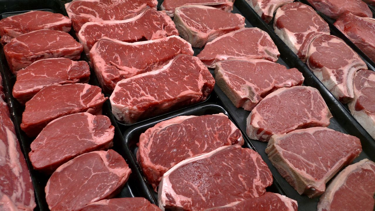 Une étude confirme le lien biologique entre viande rouge et cancer colorectal. [AP Photo/J. Scott Applewhite, File - Keystone]
