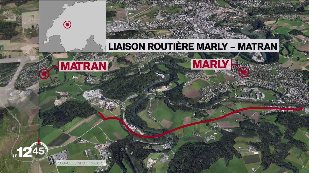Le projet de route reliant les communes fribourgeoises de Marly et Matran génère un tollé. [RTS]