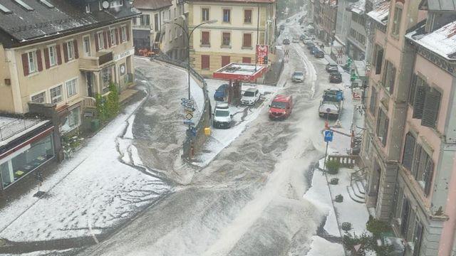 Une image de Tramelan, dans le Jura bernois, touché par la grêle lundi en fin d'après-midi. [Alex]