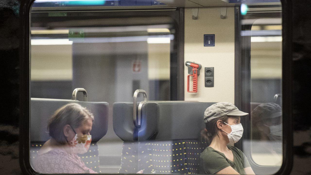 Sur la ligne du bord du Léman, les trains circulent moins vite qu'il y a vingt ans. [Ennio Leanza - Keystone]