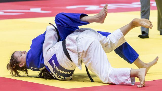Début juin, Fabienne Kocher (en bleu) a remporté la médaille de bronze à Budapest. [ZSOLT SZIGETVARY - KEYSTONE]