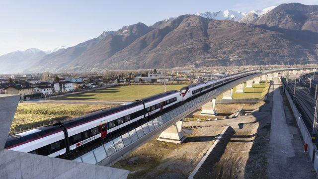 Le transport ferroviaire a vu augmenter de 28% le nombre de voyageurs au Saint-Gothard entre 2016 et 2019, alors que la hausse n'était que de 1% dans l'ensemble de la Suisse. [GAETAN BALLY - KEYSTONE]