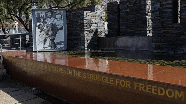 Le musée et mémorial Hector Pieterson présente les évènements qui ont conduit aux manifestations de Soweto. [Phil Magakoe - AFP]