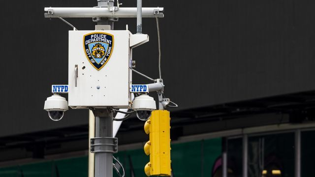 A New York, les caméras de surveillance utilisent aussi la reconnaissance faciale. [JUSTIN LANE - EPA]