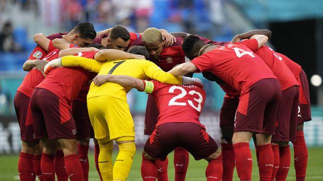 L'équipe de Suisse soudée avant le début de son quart de finale face à l'Espagne. [Dmitri Lovetsky - Keystone]