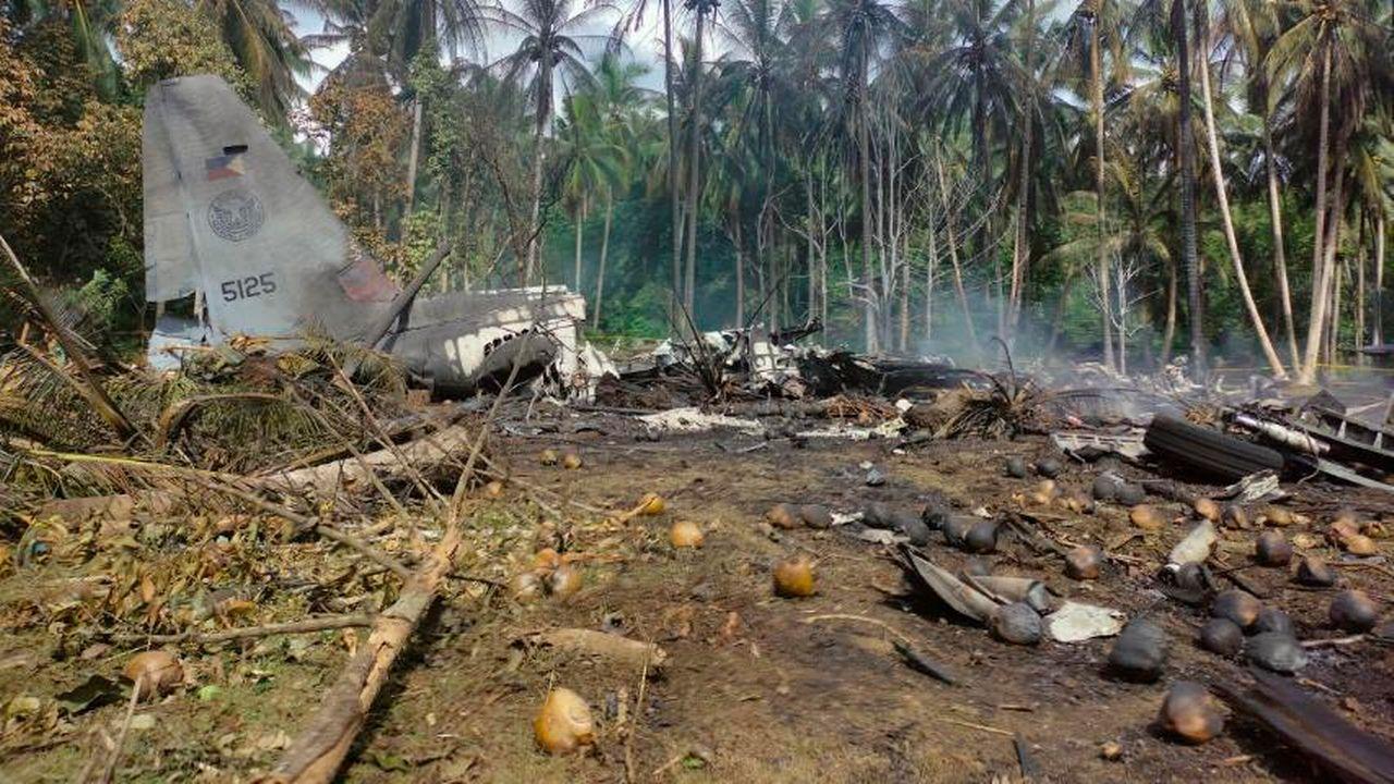 Au moins 17 personnes ont été tuées et 40 blessées dimanche dans l'accident d'un avion militaire philippin qui s'est écrasé après avoir manqué la piste d'atterrissage dans le sud de l'archipel, a annoncé le ministre de la Défense.  [AP Joint Task Force - Sulu - KEYSTONE]