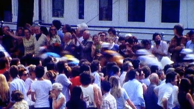 La foule des grands jours pour assister au passage du tour de France à Genève en 1975. [TSR]