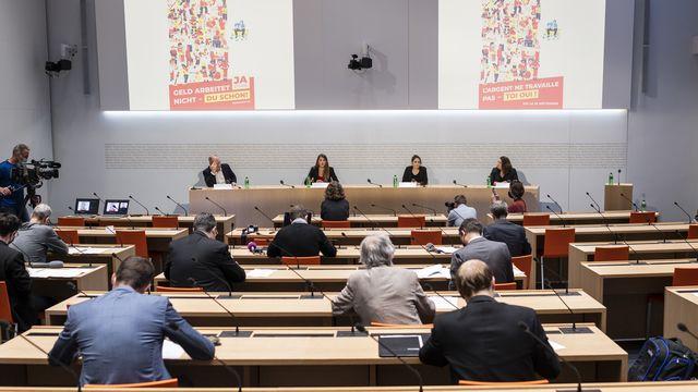 La Jeunesse socialiste lance la campagne pour son initiative 99% [Alessandro della Valle - Keystone]