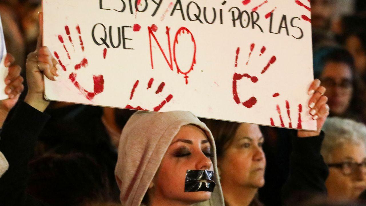 """Des femmes réclamant plus de sévérité contre le viol lors du procès de """"la Meute"""" en novembre 2019. [Sergio Perez - Reuters]"""