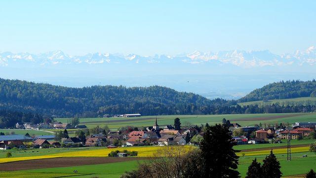 Vue sur les Alpes depuis le Val de Ruz (NE). [Jp Muller44 - vosinfos]