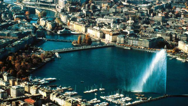 Le jet d'eau de Genève en 2001. [RTS]