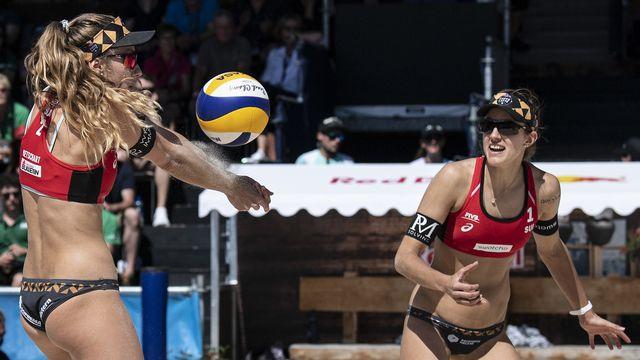 Nina Betschart (gauche) et Tanja Hueberli (droite) n'ont pas réussi à franchir les 1-4 de finale. [Peter Schneider - Keystone]