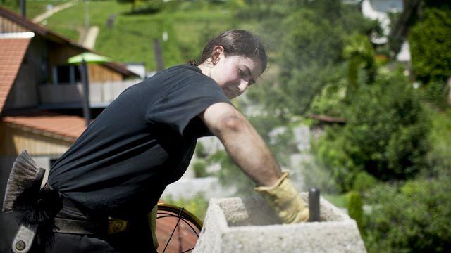 Une apprentie ramoneuse, photographiée le 27 juin 2012 à Auenstein dans le canton d'Argovie. [Ennio Leanza - Keystone]