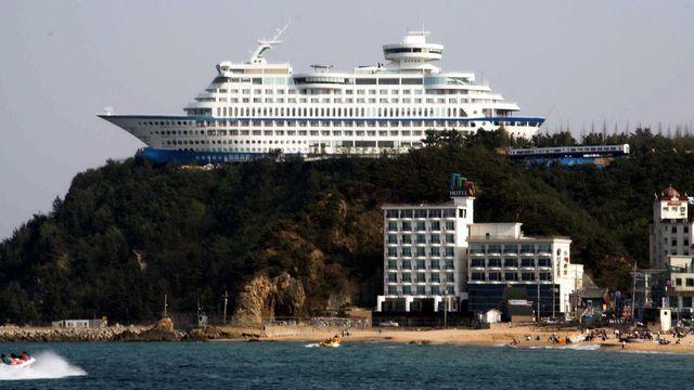 L'hôtel Sun Cruise Resort & Yacht, construit près de la ville de Jeongdongjin, en Corée du Sud. [parhessiastes - wikimédia]