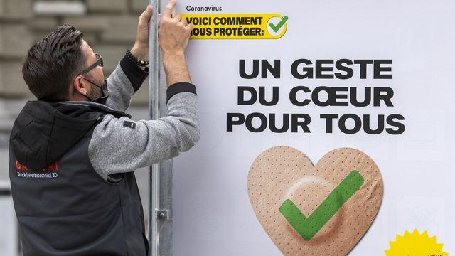 La Suisse va-t-elle suivre la France et renforcer encore la pression contre les non vaccinés? [Marcel Bieri - Keystone]