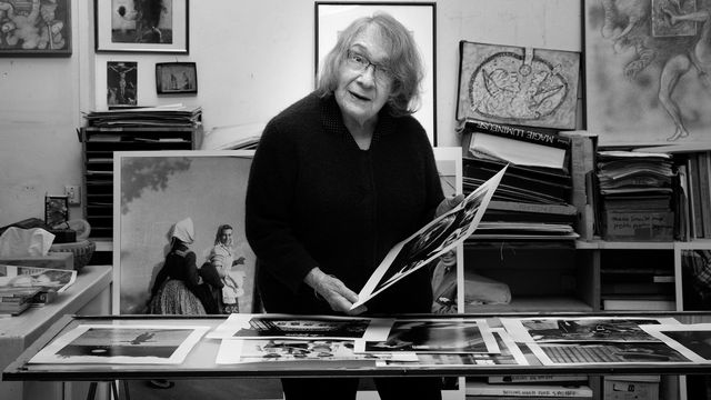 La photographe Sabine Weiss chez elle à Paris en décembre 2020. [Joel Saget - AFP]