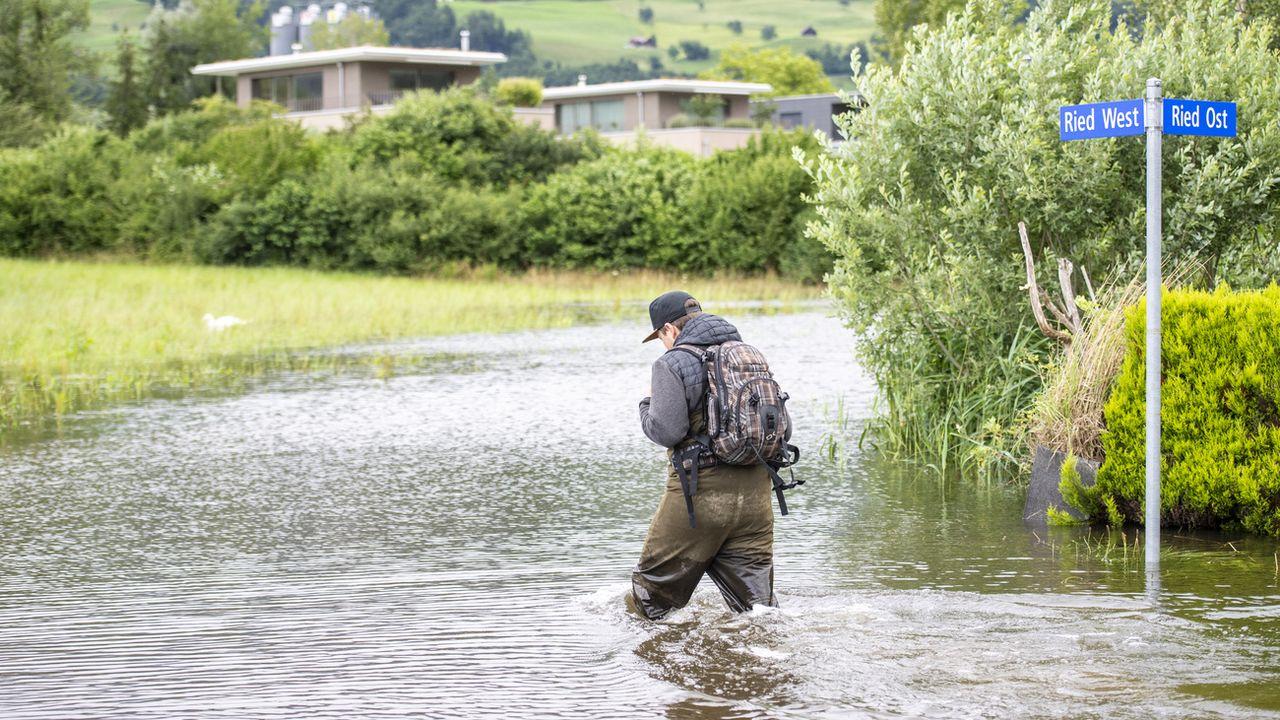 Un quartier inondé au bord du lac de Sarnen, dans le canton d'Obwald, le 15 juillet 2021. [Urs Flueeler - Keystone]