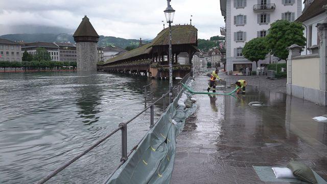 Le lac des Quatre-Cantons commence à déborder dans les rues de Lucerne [RTS]