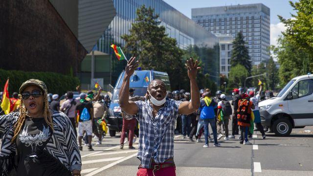 Des opposant camerounais manifestent à Genève contre la venue du président Paul Biya. [Salvatore Di Nolfi - Keystone]