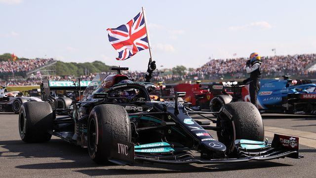 Malgré 10 secondes de penalité après son accrochage avec Verstappen, Hamilton s'adjuge la victoire. [Lars Baron - AFP]