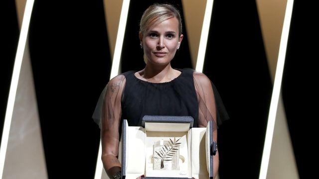 La Française Julia Ducournau est devenue la deuxième femme à décrocher la Palme d'or à Cannes. [EPA/SEBASTIEN NOGIER - Keystone]
