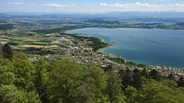 Suite à la correction des eaux du Jura, le niveau des trois lacs de Neuchâtel, Morat et Bienne s'était abaissé de 2,5 mètres. [Gaëtan Bally - Keystone]
