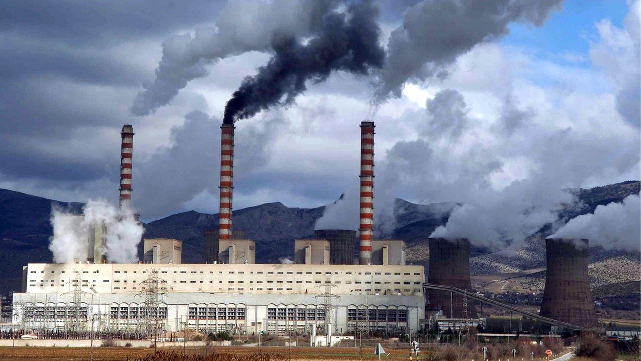L'AIE dénonce la dépendance toujours trop forte au charbon dans certains pays (ici à Kozani en Grèce). [Christos Bletsos - EPA/Keystone]