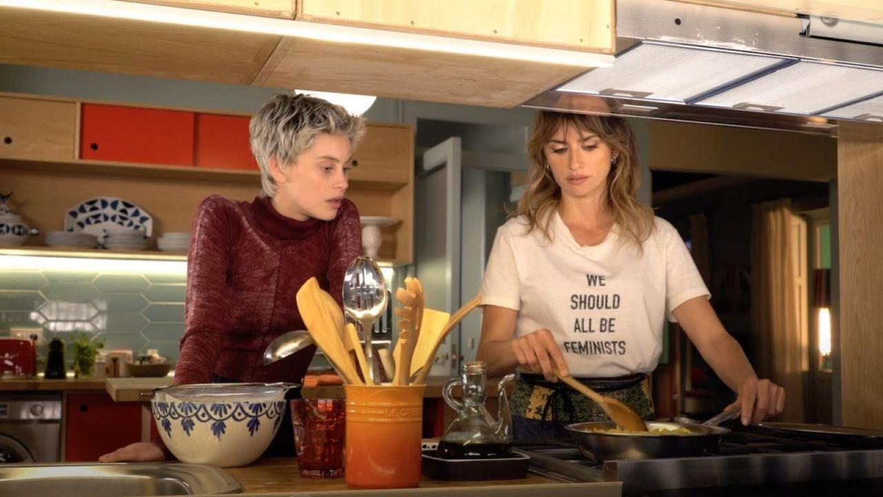 "Milena Smit et Penelope Cruz dans ""Madres paralelas"". [@El Deseo]"