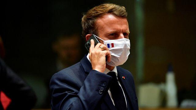 Un téléphone du président Emmanuel Macron figure sur une liste de cibles potentielles du logiciel Pegasus. [John Thys/pool - AFP]
