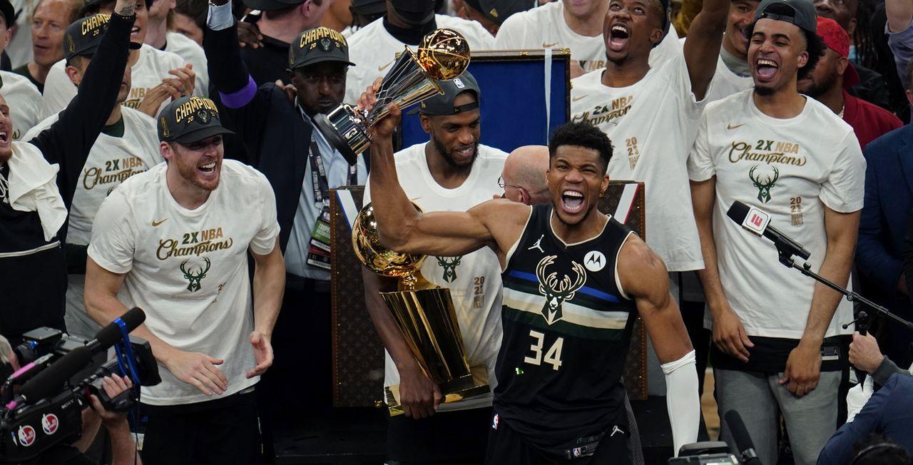 Giannis Antetokounmpo a logiquement été nommé meilleur joueur de la finale face aux Suns. [Paul Sancya - Keystone]
