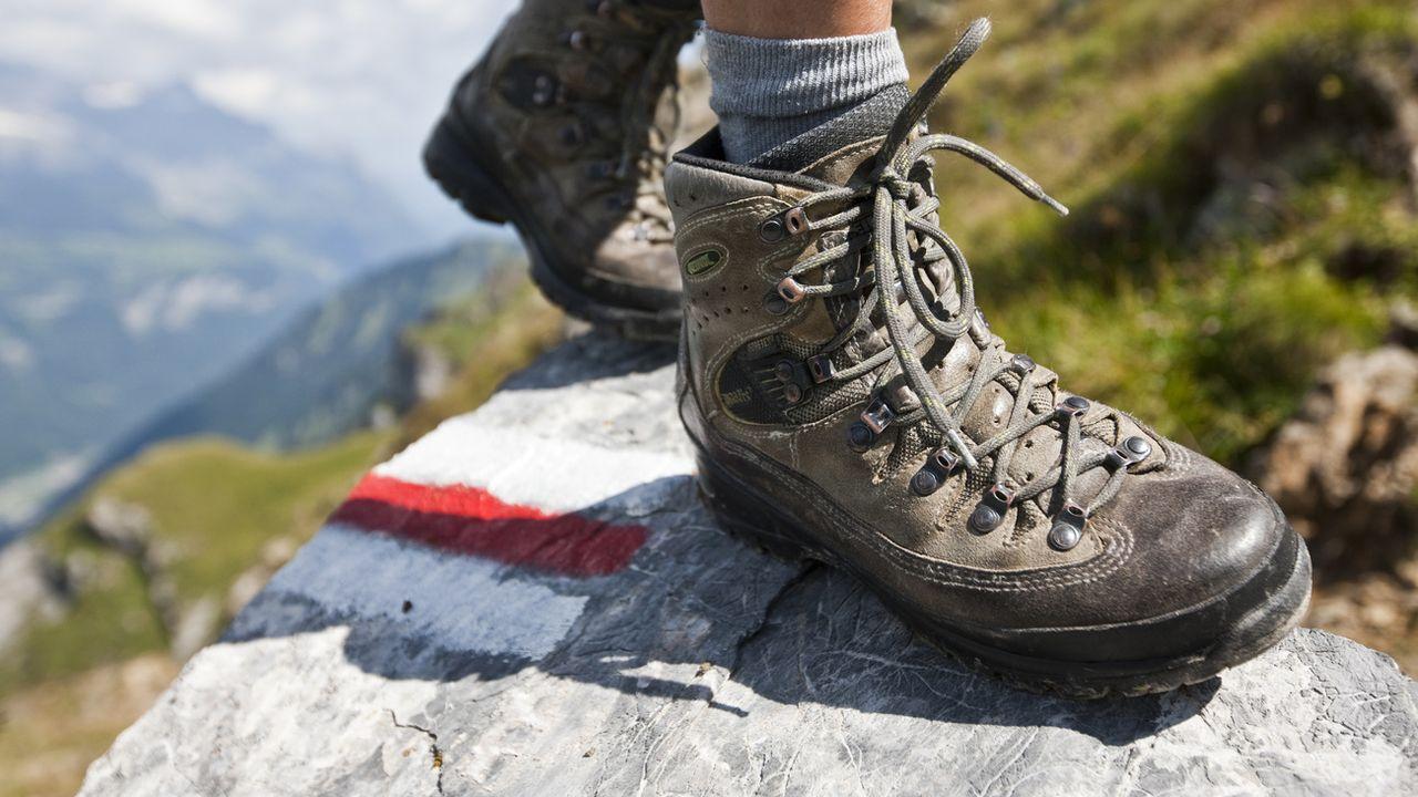 Toujours plus de personnes s'adonnent à la randonnée, au cyclisme ou au VTT en Suisse. Des activités qui pèsent désormais lourd dans l'économie, selon trois études de l'Office fédéral des routes (OFROU). [ALESSANDRO DELLA BELLA - KEYSTONE]