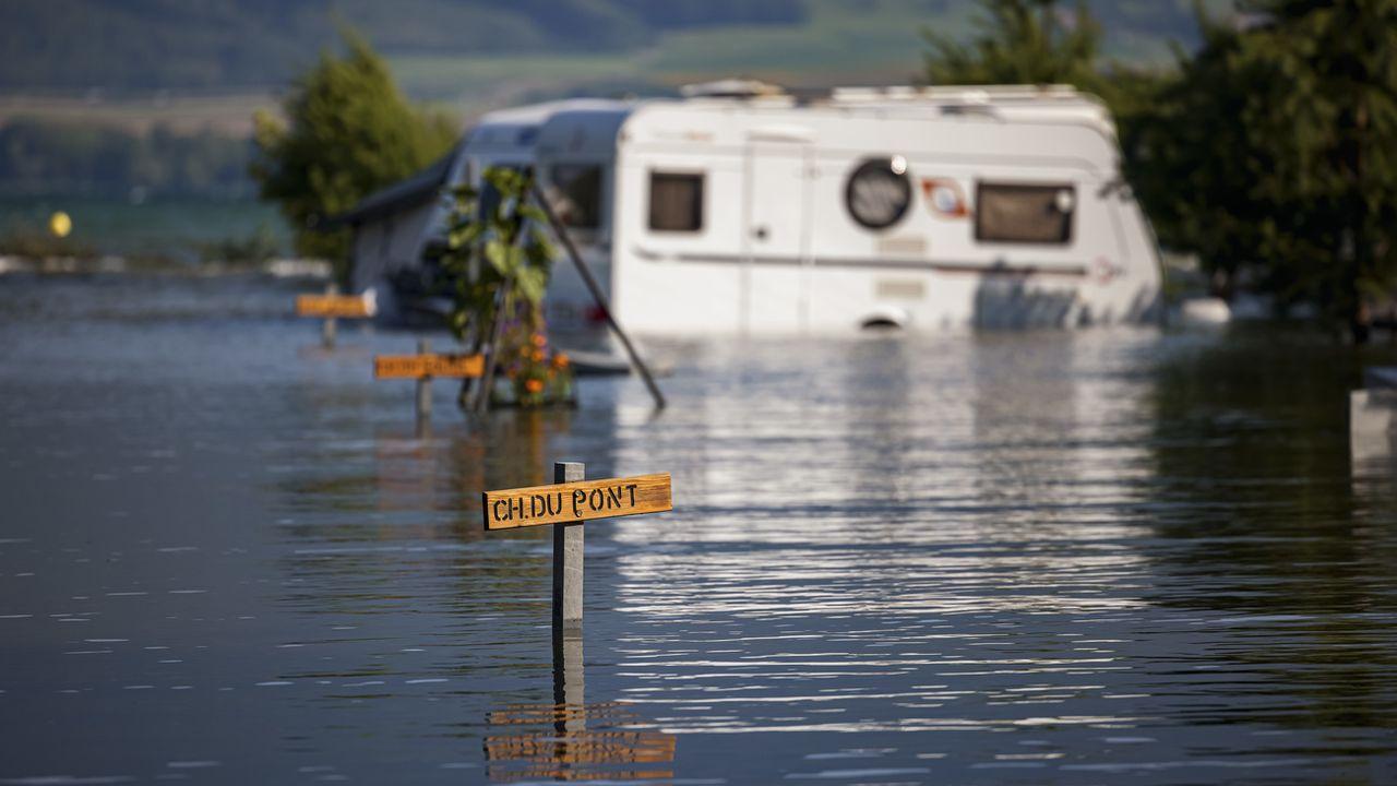 Les campings vaudois inondés par le lac de Neuchatel seront indemnisés [Valentin Flauraud - Keystone]
