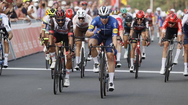 Fabio Jakobsen s'impose au sprint devant Fernando Gaviria (UAE) et Amaury Capiot (Arkéa-Samsic). [Belga - IMAGO]