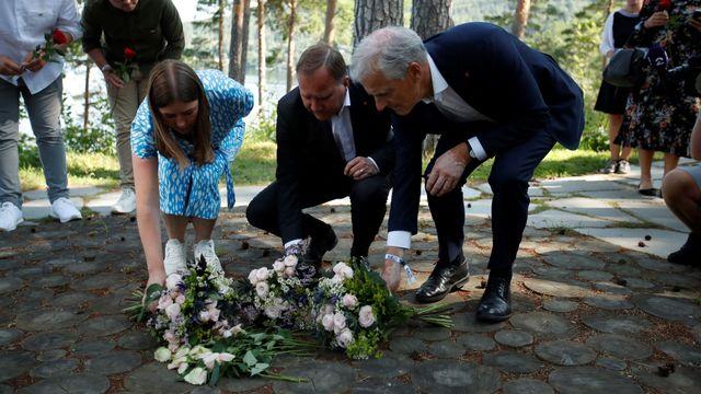 """Dix ans après le double attentat perpétré en Norvège par l'extrémiste de droite Anders Behring Breivik, l'ex-Premier ministre Jens Stoltenberg, alors salué pour sa réponse au massacre, s'est inquiété jeudi que la haine soit """"toujours là"""". [BEATE OMA DAHLE - AFP]"""