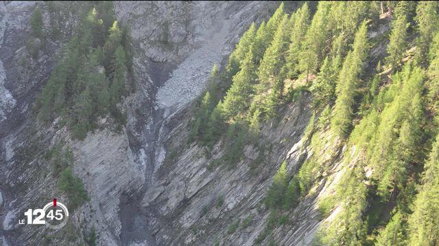 Éboulement spectaculaire en Valais. Chemins pédestres fermés sous la Pierre-Avoi. [RTS]