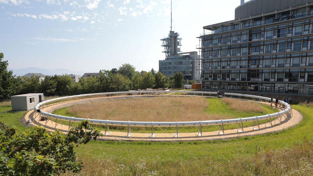 Le banc d'essai circulaire fait 40 mètres de diamètre et 120 mètres de long. [Murielle Gerber - EPFL]
