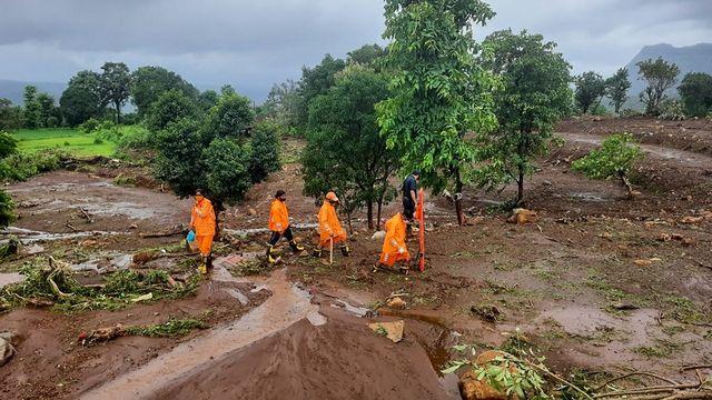 Les sauveteurs indiens sont à la recherche de survivants après des glissements de terrain. [NDRF - AFP]