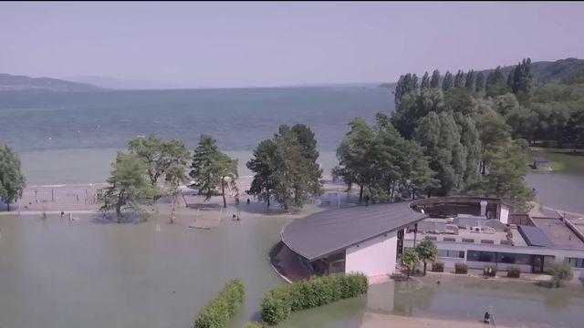 La vigilance reste de mise sur le lac de Neuchâtel. La décrue va durer plusieurs jours. Reportage à Yverdon-Les-Bains. [RTS]