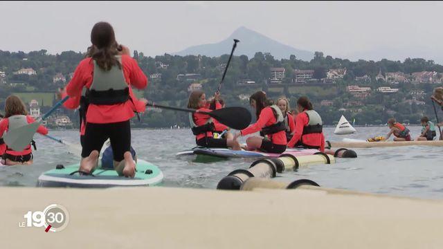 L'association Stand Up Paddle de Genève propose aux jeunes d'utiliser leur planche pour nettoyer le lac Léman [RTS]