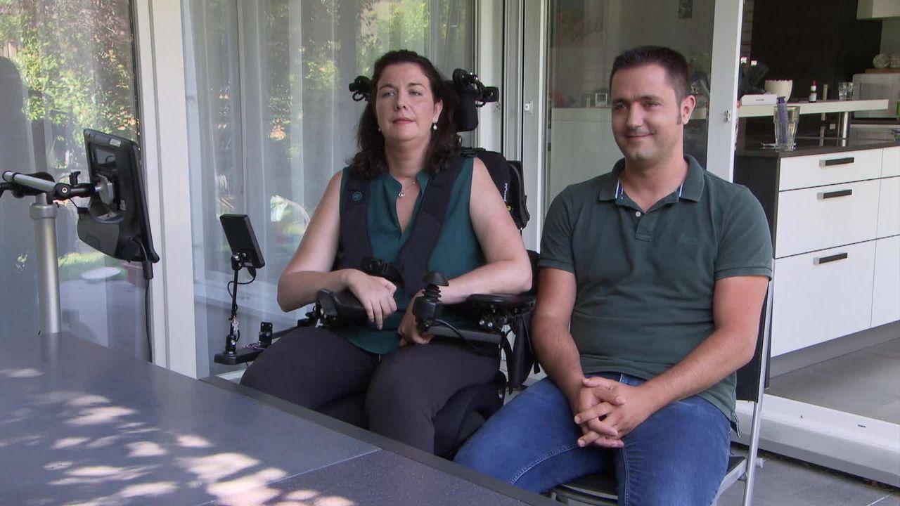 Entretien avec Florence, atteinte du Locked-in syndrome, et de son mari Michaël [RTS]