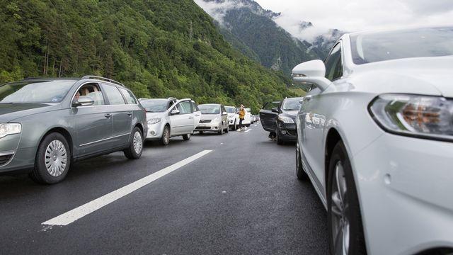 Trafic routier sur l'autoroute A9 sur le viaduc de Chillon au dessus de Villeneuve, en direction de Montreux. [Cyril Zingaro - KEYSTONE]