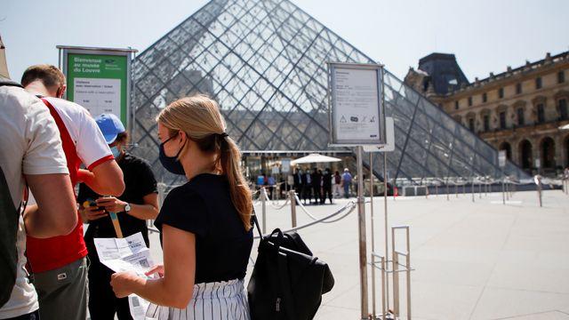Le pass sanitaire doit être présenté pour entrer au musée du Louvre. [Sarah Meyssonnier - Reuters]