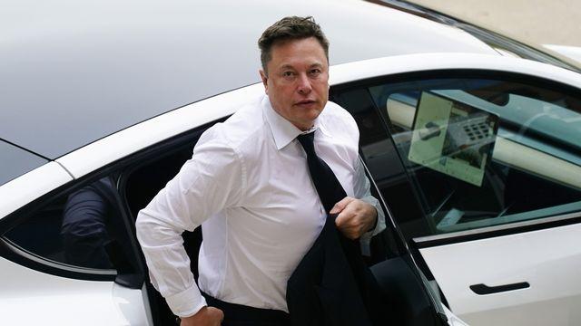 Le constructeur de véhicules électriques Tesla a livré un nombre record de véhicules au deuxième trimestre, faisant presque doubler son chiffre d'affaires et décupler son bénéfice net. [Matt Rourke - Keystone]