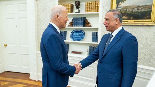 """Le président américain Joe Biden a déclaré lundi que les Etats-Unis cesseraient d'ici la fin de l'année leur """"mission de combat"""" en Irak. Ils vont engager une """"nouvelle phase"""" de coopération militaire avec le pays. [THE WHITE HOUSE - TWITTER]"""